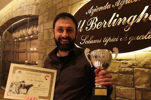 Luigi Bellini con il premio miglior salame franciacorta